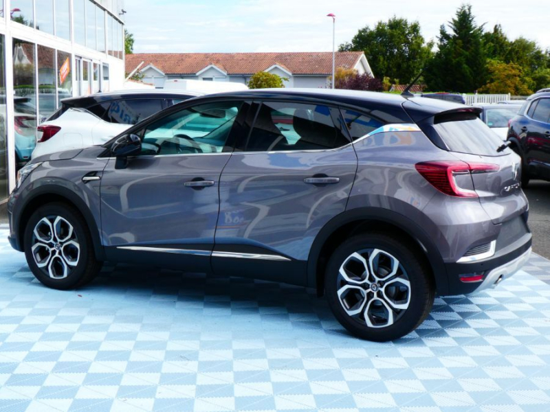 Photo 4 de l'offre de RENAULT CAPTUR II TCe 100 INTENS Full LED JA18 à 20750€ chez Mérignac auto